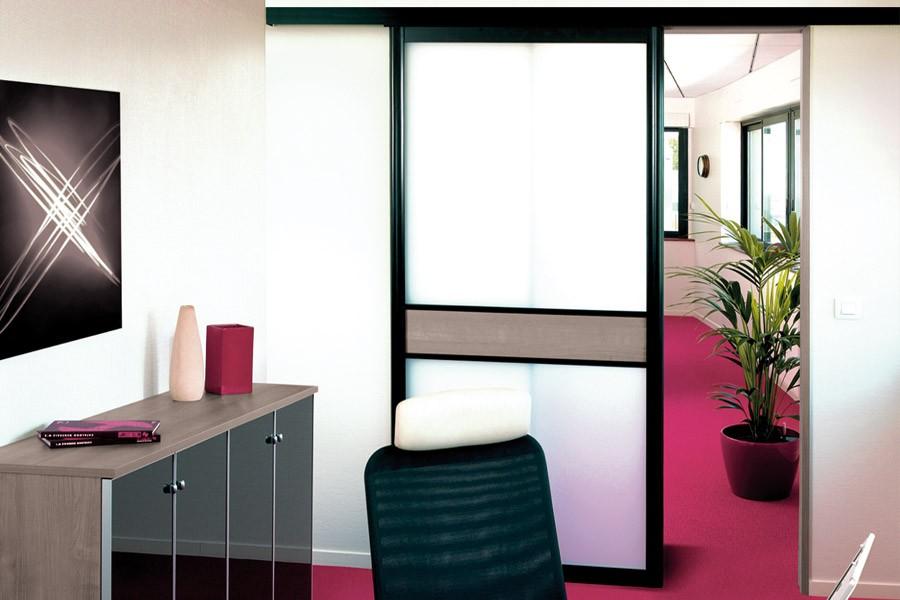 aménagement espace intérieur séparation transparente